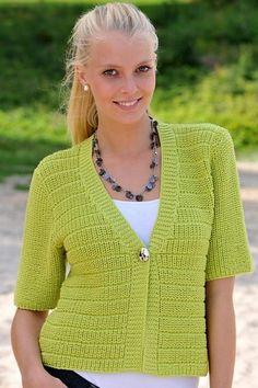 Den superskønne, lune trøje er strikket i retstrik med rundt bærestykke i omvendt glat mønster
