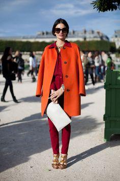 De kleur oranje kan namelijk moeilijk te combineren zijn, echter niet onmogelijk. Deze dames helpen je op weg! Nu nog hopen dat de lucht ook nog een beetje oranje gaat schijnen.