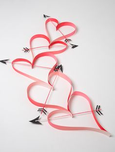 Oversized heart and arrow chain