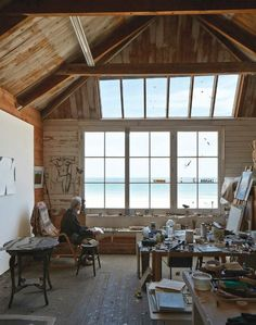 Creative work space with a view I'm in the market for a another work space. Our makeshift dinning room office is not only driving Abe crazy, it just isn't sustainable anymore. And now that Coco is just half a year away… Art Studio Design, My Art Studio, Painting Studio, Deco Design, Home Studio, Studio Ideas, Art Studio Spaces, Design Art, Studios D'art