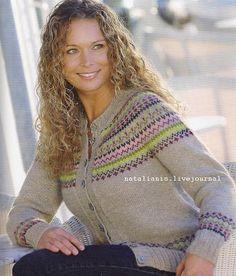 Klassisk cardigan i op til str. XXL 22 m = 10 cm Knitting Charts, Knitting Patterns, Crochet Patterns, Crochet Cardigan, Knit Crochet, Icelandic Sweaters, Cross Stitch Pillow, Fair Isle Pattern, Free Pattern