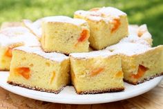 Fresh Fruit Sponge Cake - great dessert or tea time treat recipe, which can be adapted to suit whatever fruit you have on hand. Healthy Sugar, Healthy Treats, Fruit Sponge Cake, Apricot Cake, Sugar Free Recipes, Healthy Meals For Two, Great Desserts, Quick And Easy Breakfast, Coffee Cake