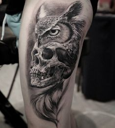 Realistic Owl Grab Skull Inked On Thigh
