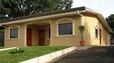 Fachadas de casas sencillas de color beige