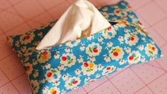 Sewing 101 free sewing tutorial - tissue holder curved opening that keeps the tissue in better than most other holders Easy Sewing Projects, Sewing Hacks, Sewing Tutorials, Sewing Crafts, Tutorial Sewing, Sewing Ideas, Costura Diy, Tissue Holders, Tissue Boxes