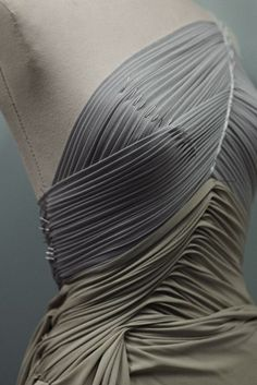Sewing Techniques Couture Fabric Manipulation for Fashion Design - fine pleat constructions with draping on the stand - dressmaking; Textile Fabrics, Textile Patterns, Sewing Patterns, Draping Techniques, Textiles Techniques, Fashion Design Inspiration, Mode Inspiration, Pattern Cutting, Pattern Making