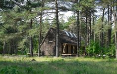 Lovely house built with sea weed and wood. http://www.bolius.dk/gallerier/vis/det-moderne-tanghus-paa-laesoe-410/
