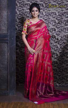 Pure Handloom Tussar Silk Banarasi Sari in Rani. Saree Blouse Patterns, Designer Blouse Patterns, Saree Blouse Designs, Designer Dresses, Designer Sarees, Ethnic Outfits, Indian Outfits, Indische Sarees, Simple Blouse Designs