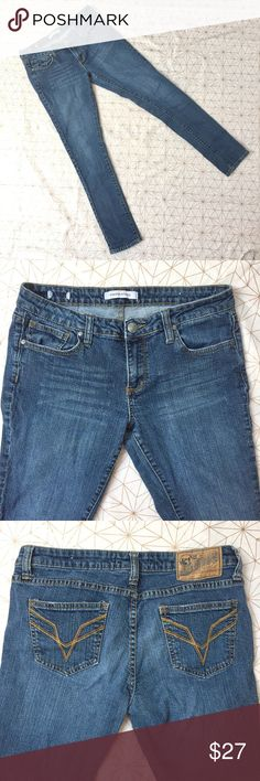 """Vigoss Studio jeans - Size: 30 - Material: 98% cotton, 2% spandex - Condition: excellent, worn only a handful of times  - Color: blue - Pockets: yes - Lined: no - Closure: zipper and button - Style: - Pair with:  - Extra notes:   *Measurements:  Hips: 15.5"""" flat Length: 39"""" Rise: 10.5""""  Inseam: 30.5""""  💥💥💥OFFERS WELCOME💥💥💥 Vigoss Jeans Skinny"""
