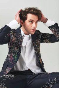 Mika - Musician, singer and songwriter Trimmed Beard Styles, Beard Styles For Men, Hair And Beard Styles, Mika Singer, Beard Quotes, Bald With Beard, Black Men Beards, Short Beard, Beard Tattoo