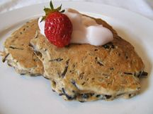 Recipes - Wild rice pancakes - Heart and Stroke Foundation of Canada Heart Healthy Breakfast, Healthy Breakfast Recipes, Wild Rice Pancakes Recipe, Hot Pepper Sauce, Hot Sauce, Brunch, Heart Healthy Recipes, Stuffed Hot Peppers, Saveur