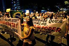 Pour la première fois, des habitants des favelas se sont joints au cortège pour demander que l'éducation devienne une priorité du gouvernement. #Bresil