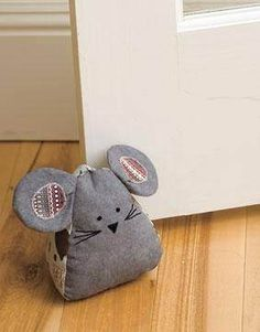 I had so much fun making the mouse door stopper and door draft blocker from the Parlor Pets fabric collection. Sewing Toys, Sewing Crafts, Softies, Doorstop Pattern, Door Draught Stopper, Diy Door Stopper, Mouse Crafts, Fabric Animals, Small Sewing Projects