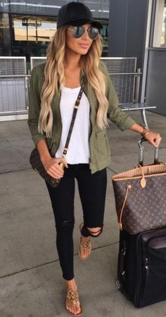 Cute travel outfit.