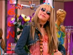 Robby has a history of choosing the wrong birthday present for Miley. 90s Aesthetic, Aesthetic Photo, Aesthetic Pictures, Miley Cyrus, Zack Et Cody, Foto Twitter, Image Deco, Bedroom Wall Collage, Old Disney