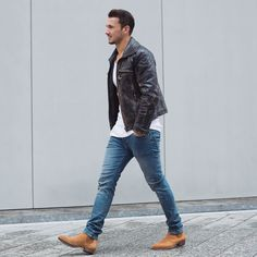 A Fashionable Man Dark Brown Leather Jacket, White T-Shirt, Light Blue Jeans, . Blue Jeans Outfit Men, Blue Jean Outfits, Leather Jacket Outfits, Men's Leather Jacket, Chelsea Boots Outfit, Summer Outfits Men, Stylish Mens Outfits, Outfit Summer, Mode Man