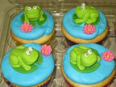 Frog+Cupcakes+-+Frogs,+water+lilies,+and+pads+are+fondant.+It+was+taking+too+long+to+make+each+frog,+and+I+saw+some+frog+cupcakes+here+on+CC+that+only+had+the+eyeballs+poking+out+of+the+water.+Too+save+time+I+did+the+other+half+of+the+cupcakes+like+that.