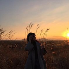 I sometimes go out for walks and take pictures. Korean Aesthetic, Aesthetic Photo, Aesthetic Girl, Aesthetic Pictures, Tumblr Photography, Senior Photography, Girl Korea, Ulzzang Korean Girl, Uzzlang Girl