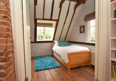 Single, Twin or Double bed. Bright room with two windows