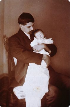 'Circa image is a part of a series of three cards. Two show the child in her casket. This poignant third view depicts her bereaved father clutching his daughter for her last family photograph. Memento Mori, Post Mortem Pictures, Post Mortem Photography, Before Us, Vintage Photographs, Macabre, Victorian Era, Family Photographer, Old Photos
