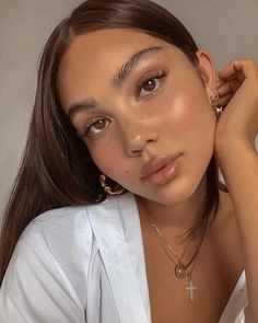 Natural Makeup For Brown Eyes, Makeup Looks For Brown Eyes, Natural Makeup Looks, Simple Makeup, Minimal Makeup, Pretty Makeup, Natural Face, Natural Glow, Colorful Makeup