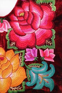 Blusa mexicana bordada a mano hand embroidery Oaxaca Frida
