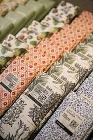 Resultado de imagem para Chocolataria Equador Lisboa Portugal, Chocolate Brands, Handmade Chocolates, White Books, Equador, Beauty Around The World, Quilting Tutorials, Portuguese, Craft