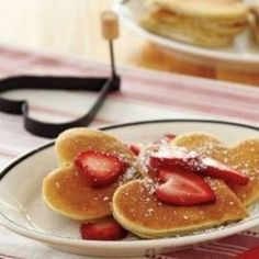 Arrange a comfortable and romantic breakfast in bed for your Valentine! It's fun to pamper your sweetheart with tasty dishes and a prettily laid out tray.   People sometimes worry that serving breakfast in bed will be too messy, or too much trouble....