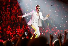 THE HOT HITS: 'An amazing show,' says critic after watching Believe Tour in Melbourne