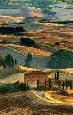 Tuscany Italy - considered to be the birthplace of the Renaissance, this region boast notable museums, celebrated wines and picturesque landscapes. Cool Places To Visit, Places To Travel, Places To Go, Wonderful Places, Beautiful Places, Vila Medieval, Landscape Photography, Nature Photography, Film Photography