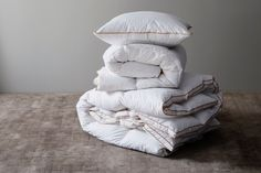 Soft Pillows, Bed Pillows, Fresh Meadows, Linen Bedding, How To Fall Asleep, Luxury Homes, Pillow Cases, Feather, Style