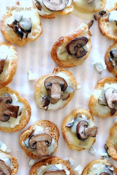 Blue Cheese Mushroom Crostini, 25 Best Appetizers to Serve Appetizers For Party, Appetizer Recipes, Canapes Faciles, Appetisers, Blue Cheese, Goat Cheese, Stuffed Mushrooms, Food And Drink, Cooking Recipes