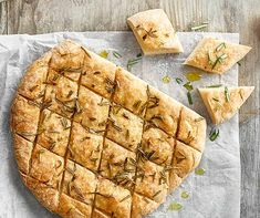 Glutenfreie Focaccia mit Rosmarin Goes with any aperitif or as a side dish: the gluten-free focaccia with rosemary. Pizza Sans Gluten, Sans Gluten Vegan, Gluten Free Pizza, Gluten Free Cinnamon Rolls, Gluten Free Biscuits, Gluten Free Pancakes, Gluten Free List, Gluten Free Soup, Gluten Free Baking