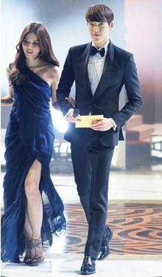 Kim Woo Bin Makes A Great Couple With Lee Bo Young at 2013 SBS Drama Award.