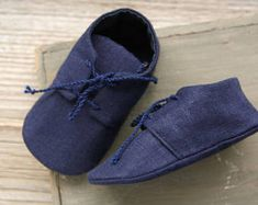 Navy blue LINEN baby shoes, Linen baby christening shoes, linen slippers, linen baby booties, crib shoes, photo prop, unisex baby shoes