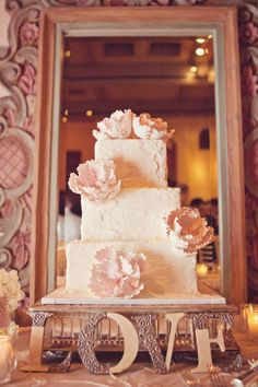 love the mirror behind the cake, the mirror frames it and shows a 360 view of it if placed behind a wall. rustic heirloom-esque