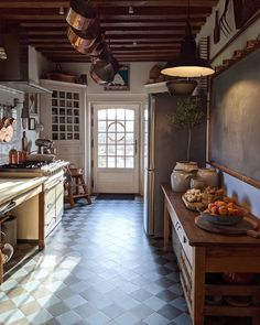 This Ivy House: Archive Rustic Kitchen, Kitchen Dining, Kitchen Decor, English Country Decor, Ivy House, Home Kitchens, Country Kitchens, Kitchen Interior, Kitchen Remodel