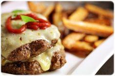 Med noen enkle grep kan du lage en sunn hamburger.