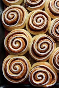 Kanelsnurrer eller kanelboller, om du vil.. - Krem.no Eclairs, Churros, Shortbread, Doughnut, Favorite Recipes, Cookies, Baking, Desserts, Food
