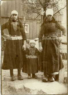 Marken-moeders kind 1900 by janwillemsen, via Flickr #NoordHolland #Marken