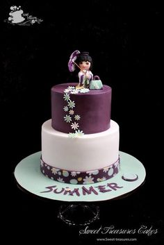 Cake, Asian touches in the topper on this celebration cake. Pretty Cakes, Beautiful Cakes, Amazing Cakes, Japanese Birthday, Japanese Party, Japanese Doll, Fondant Cakes, Cupcake Cakes, Kawai Japan