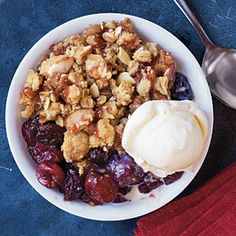 Cherry-Almond Crisp by Cooking Light. Fresh tart cherries can be hard to find… Dried Cherries, Sweet Cherries, Tart Cherries, Dried Fruit, Frozen Cherries, Just Desserts, Delicious Desserts, Dessert Recipes, Yummy Food