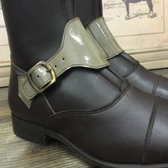 Polo in chocolate brown with 'cafe au lait' gloss straps and plain stitching.