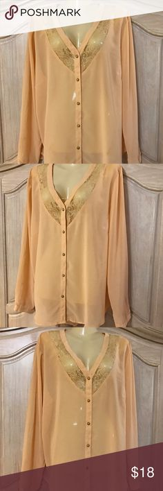 Designer roman fashion blouse Blouse with long sleeves and adorned on the front open the front with buttoned and buttons in gold colors size 1 x = xl = 16.    100% polyester roman fashion Tops Blouses