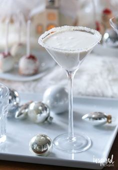 If you're looking for Christmas Cocktail Recipes, these are some of the best and most popular holiday cocktails on Inspired by Charm! Rum Cocktails, Beste Cocktails, Cocktail Martini, Alcoholic Drinks, Sparkling Drinks, Drinks Alcohol, Christmas Cocktails, Holiday Cocktails, Christmas Recipes