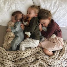 I just have to say that there is such thing as an art to beautiful sleeping babies and Jasmyne @chasingthesummerfields is the best at it!! I wish I could make sleeping look this beautiful 😍 and to do it x3??!! Seriously though! I need a tutorial!! ☝🏻 Jude footed romper-Lewis and Clark sweater-Willow Cardigan and look how cozy @slumberkins are too. Wink wink 😉 I think every kid ought to have one of those. #tinythreadsclothing #sleepingbabies The Babys, Cute Family, Baby Family, Family Goals, Cute Kids, Cute Babies, Cute Children, Little Children, Future Mom