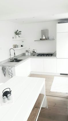 Possible kitchen design Kitchen Ikea, New Kitchen, Kitchen Decor, Voxtorp Ikea, Casa Clean, Kitchen Rules, Scandinavian Kitchen, Minimalist Kitchen, Interior Design Kitchen