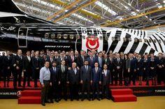 <p>UEFA Şampiyonlar Ligi'nde yarın İtalya'nın Napoli takımıyla karşılaşacak Beşiktaş, sponsoru Türk Hava Yolları (THY) tarafından gerçekleştirilen uğurlama töreniyle İtalya'ya gitti.</p>