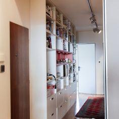 Knihovna ve vstupní hale Home Office, Tall Cabinet Storage, Studios, Entryway, Praha, Furniture, Home Decor, Entrance, Decoration Home