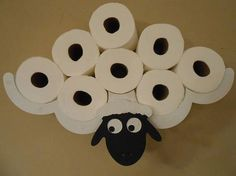 Toaletní papír můžete skladovat různě. Důležité ale je, aby byl stále po ruce.